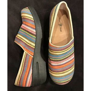 Duck Head Becky Size 9.5 Slip On Embroidered
